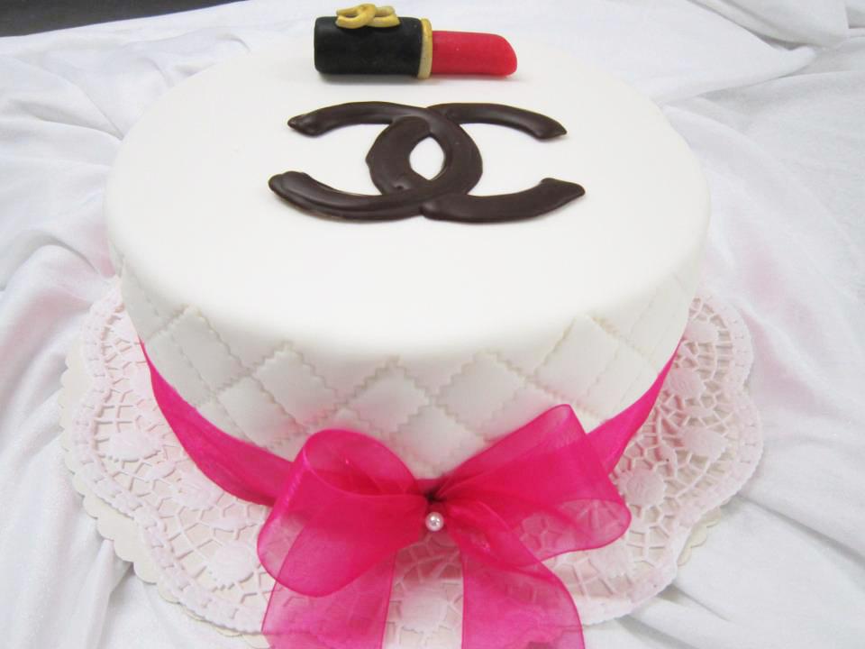 schokolaedchen_torte_geburtstag_chanel_weis